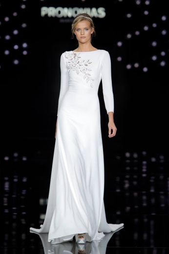 Atelier-Pronovias-2017-Bridal-Wedding-Dresses-Runway05