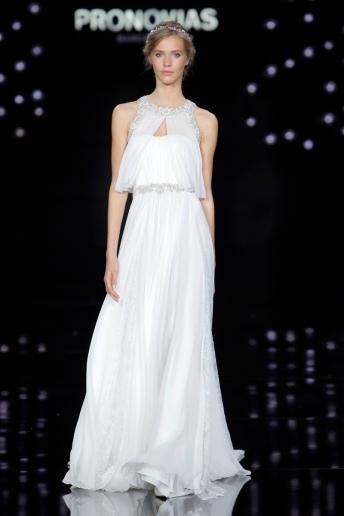 Atelier-Pronovias-2017-Bridal-Wedding-Dresses-Runway06