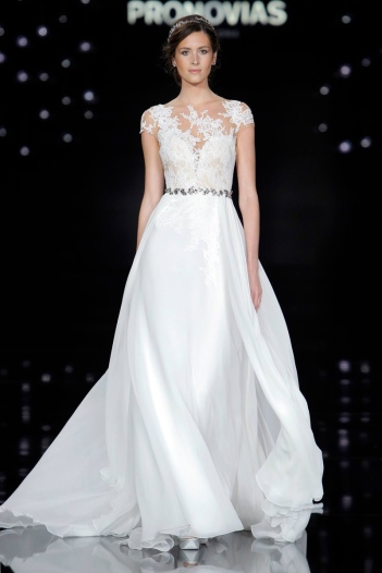 Atelier-Pronovias-2017-Bridal-Wedding-Dresses-Runway09
