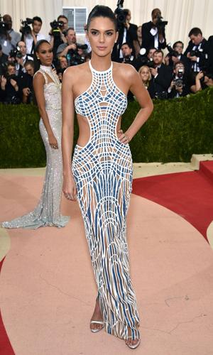 kendall-Jenner-Atelier-Versace