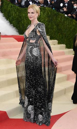 Nicole-Kidman-Alexander-McQueen
