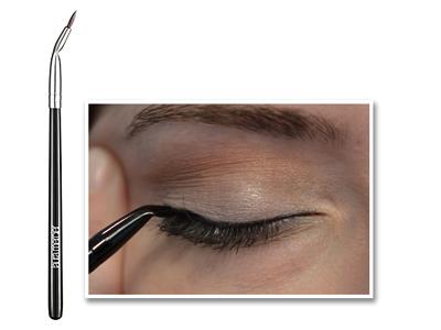 eyeliner-brush