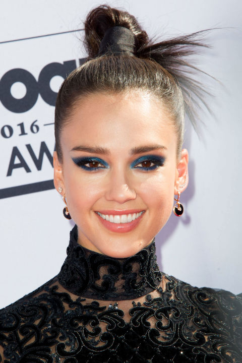 hbz-top-knots-jessica-alba-getty_1